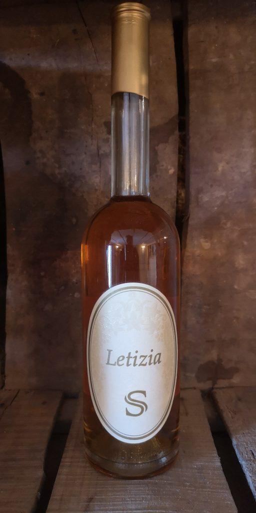 Letizia: passito di Malvasia di Candia aromatica. Ottenuto da uve extramature appassite su graticci e torchiate viene prodotto in quantità limitata.